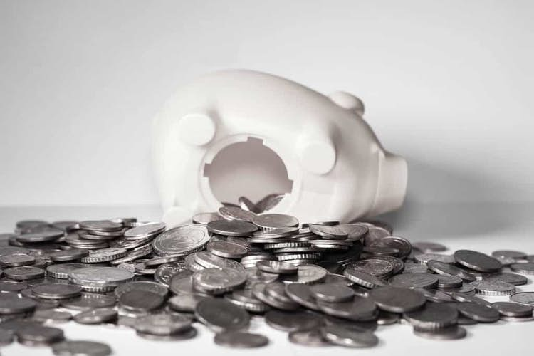 Pros and Cons of Regular Savings Accounts for Pensioners