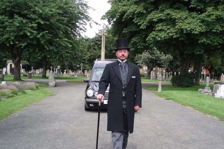 What does a funeral director do?