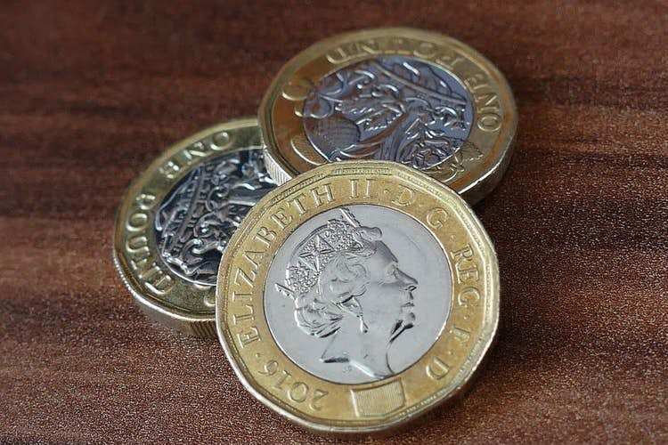Covid: Average pay could be cut by almost £1,200 per year by 2025