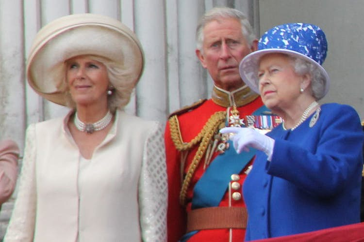 Queen urges public to have Covid jabs to help protect others