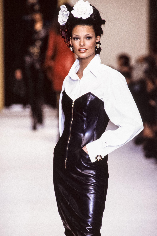 Linda Evangelista's 20 Best Runway Moments - Linda Evangelista Age 90s Supermodel Chanel