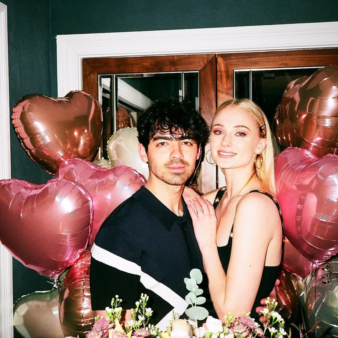 12 Celebrity Couples That Met Through Social Media - Celebrities Online Dating Instagram