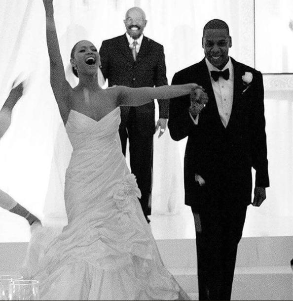 15 Celebrities Who Had Secret Weddings - Ariana Grande Miley Cyrus Wedding Announcement