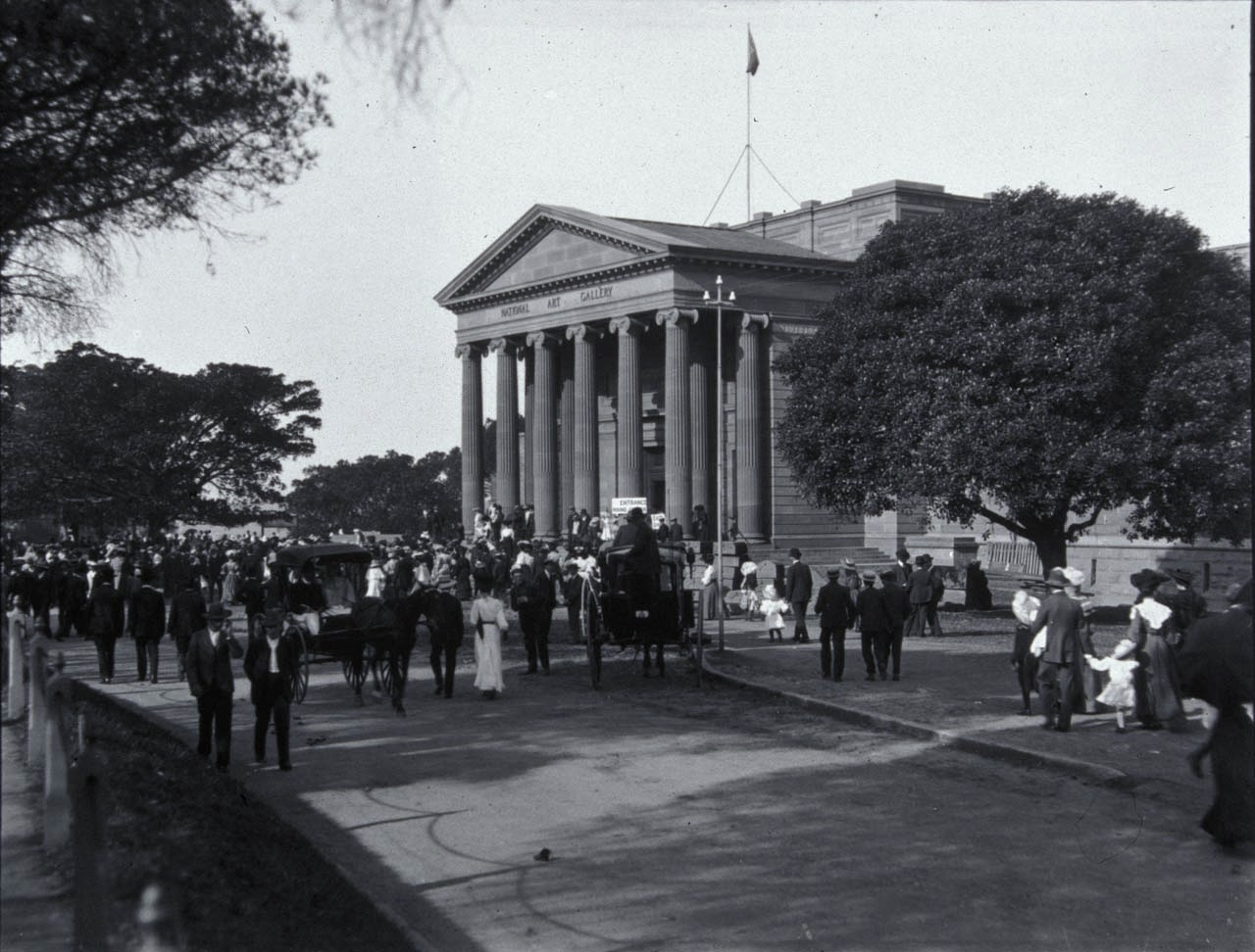 Crowds at the Gallery in 1906, Art Gallery of New South Wales archive