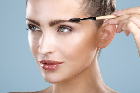 model with thick brows