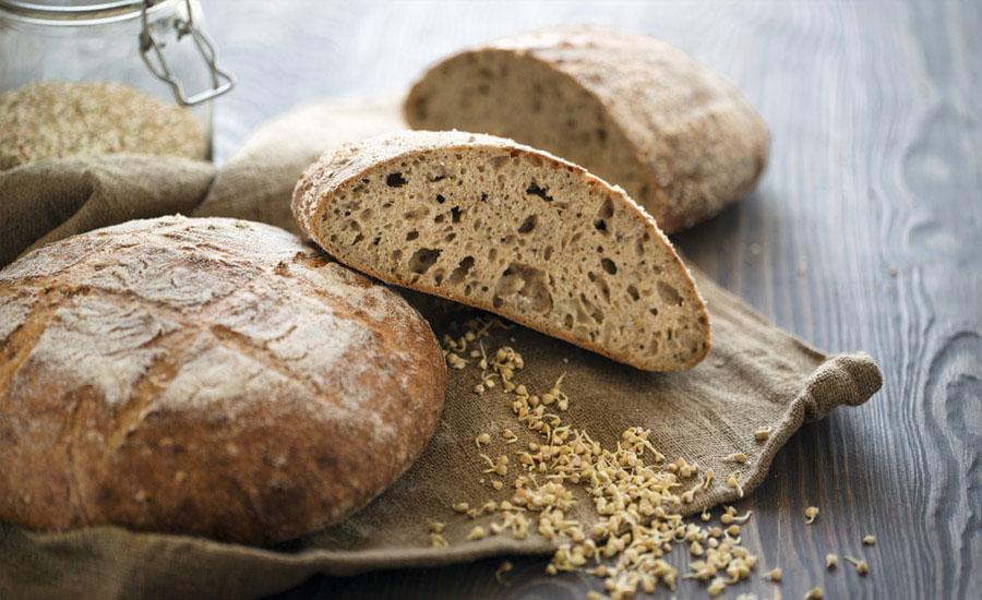 ekşi maya ile hazırlanmış ve dilimlenmiş ekmek