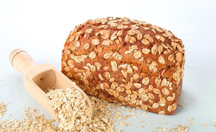 üzeri yulaf ile kaplanmış ekmek