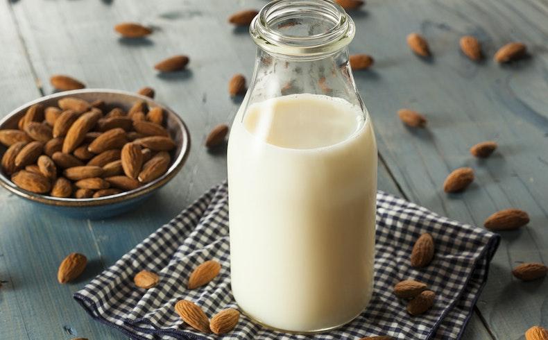 Evde Badem Sütü Nasıl Yapılır? Badem Sütü İle Üç Farklı Tarif
