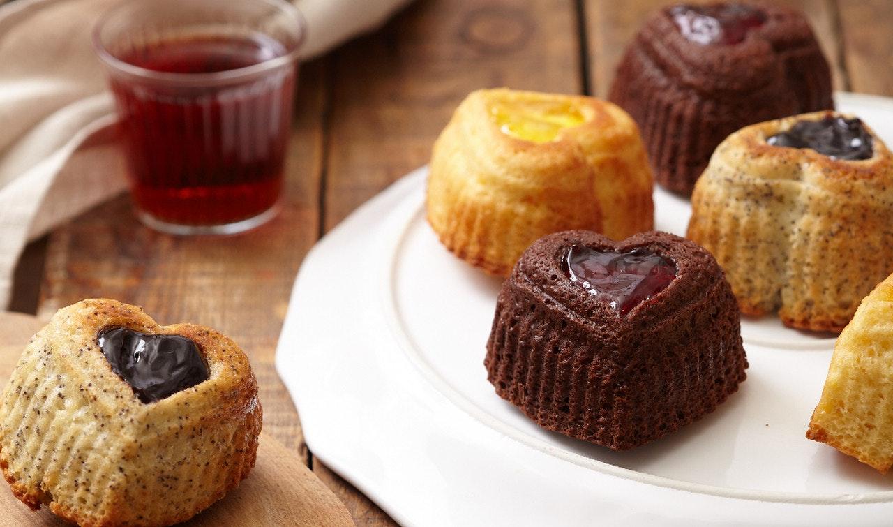 kalp formunda renkli mini kekler
