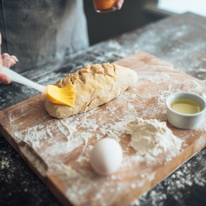 4 Adımda Yaş Maya ile Evde Ekmek Yapımı