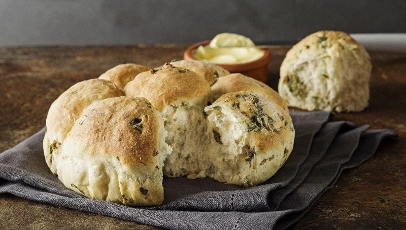 kolay çiçek ekmek tarifi, fesleğenli çiçek şeklinde ekmek