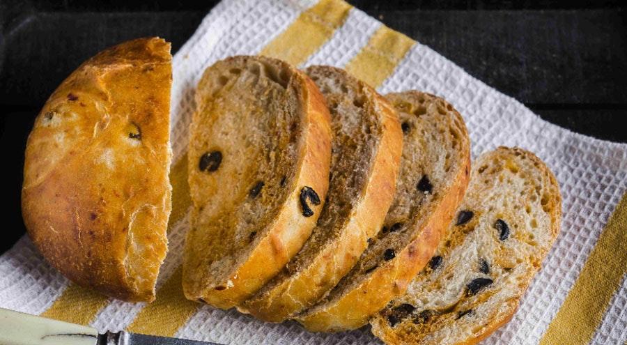 zeytinli ve biber soslu ekmek