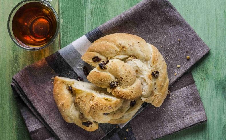 Yemeğin Yanına Çok Yakışacak Cevizli Ekmek Tarifleri