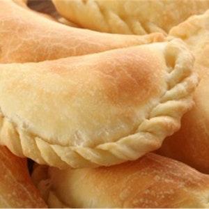 Baharatlı Tavukla İspanyol Böreği (Empanadas) Tarifi