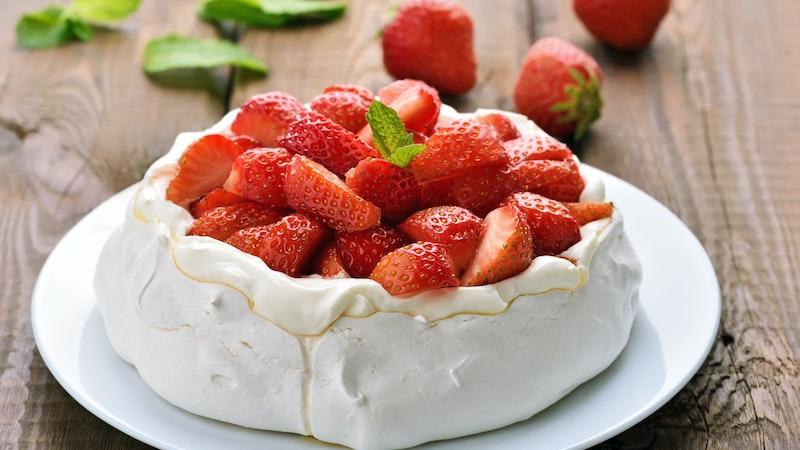 Çilekli Pavlova Pastası Tarifi