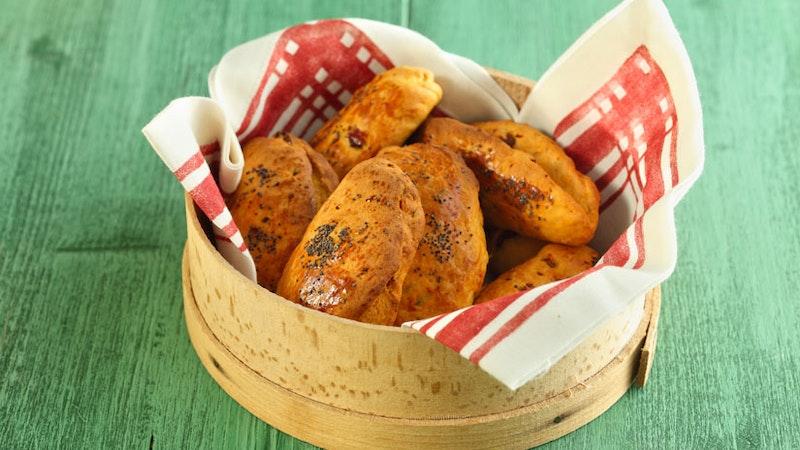 Haşhaşlı ve Kurutulmuş Domatesli Ekmek Tarifi