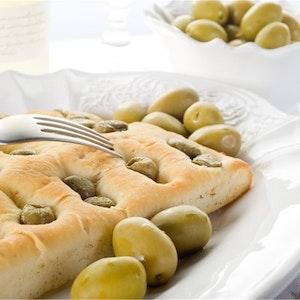 Yeşil Zeytinli Focaccia Ekmeği Tarifi