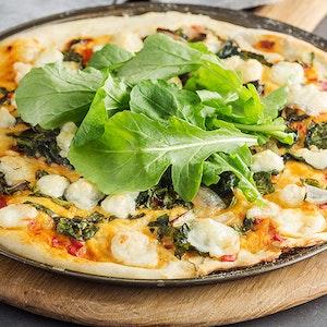 Ege Otlu ve Taze Peynirli Pizza Tarifi