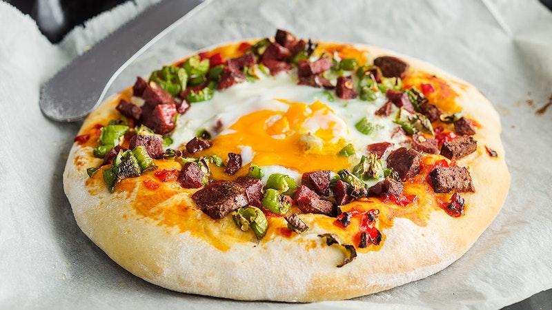 Sucuklu ve Yumurtalı Pizza Tarifi