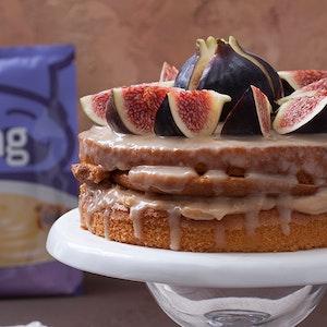 İncirli Pudingli ve Beyaz Çikolata Soslu Pasta Tarifi