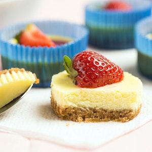 Çilekli Pudingli Mini Cheesecake Tarifi