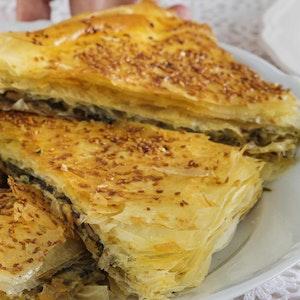 Baklava Yufkasında Ispanaklı ve Peynirli Börek Tarifi