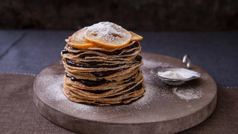 Çikolatalı Portakal Pudingli Krepten Pasta Tarifi