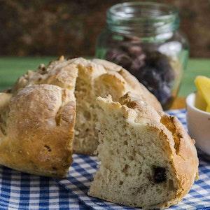 Kuru Üzümlü ve Yaban Mersinli Tatlı Ekmek Tarifi