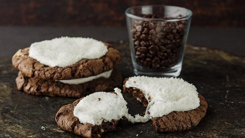 Marshmellow ve Çikolata Soslu Kurabiye Tarifi