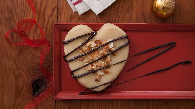 Çikolata Soslu Badem Ezmesi Tarifi