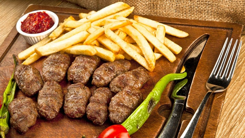 Anne Köftesi ve Patates Kızartması Tarifi
