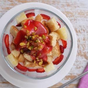 Meyve soslu kasede pratik pasta Tarifi
