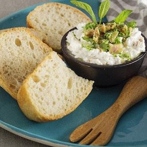 Ekşi Mayalı Ekmek ve Kahvaltılık Sürme Peynir Tarifi