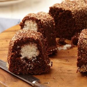 Hindistan Cevizi Toplu Ve Susamlı Kakaolu Kek Tarifi