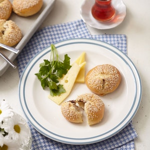 Zeytin Ezmeli Peynirli Kahvaltı Poğaçası Tarifi