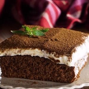 Tiramisu Kremalı Kakaolu Kek Tarifi