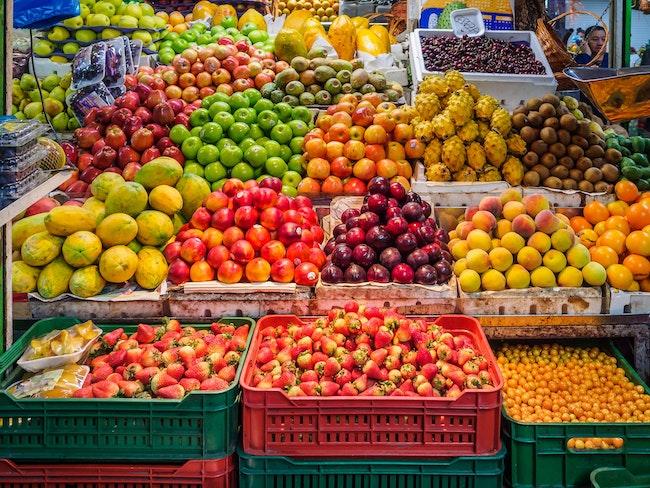 Le marché du commerce de détail de fruits et légumes