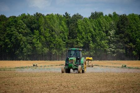 commerce de matériel agricole