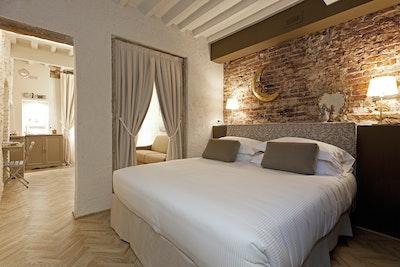 Adenia, Santa Maria Novella accommodation acacia firenze