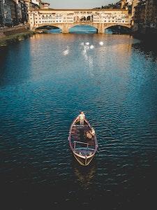 Ponte Vecchio by boat service acacia firenze