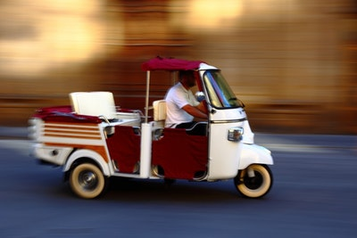 Florence surrounding with a Tuk Tuk service acacia firenze