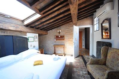 Curry, San Lorenzo accommodation acacia firenze
