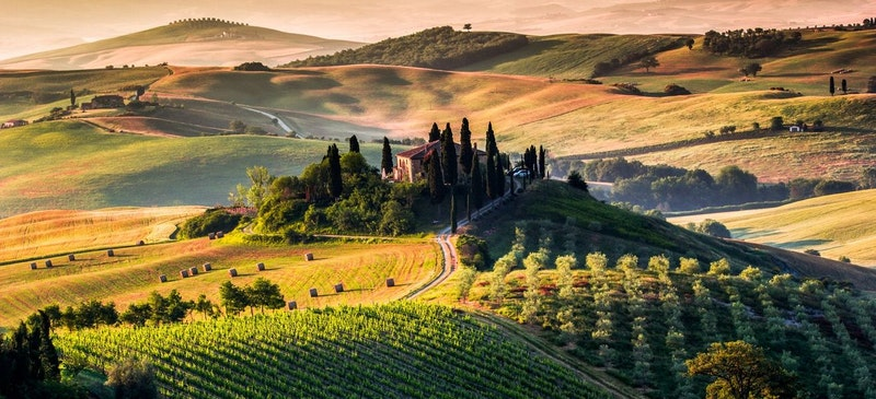 1512475684 tuscany panoramic landscape italy stock photo image id 161078915 1422440299 z4t4