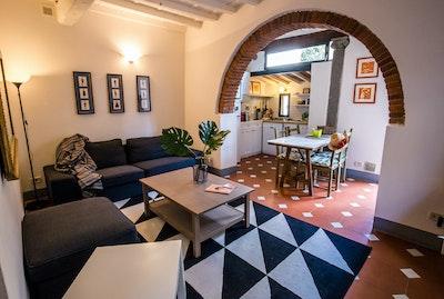 PALMA | San Frediano accommodation acacia firenze