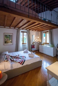 Margherita, Santo Spirito accommodation acacia firenze