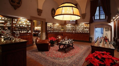 Perfumes, experiences and distant eras to live in Florence blog acacia firenze