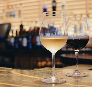 Vino bianco o rosso? service acacia firenze