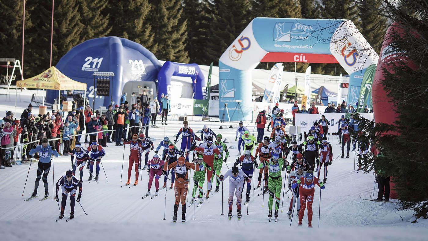 Startu závodu v běhu na lyžích Jilemnická 50 z cyklu Stopa pro život v roce 2020