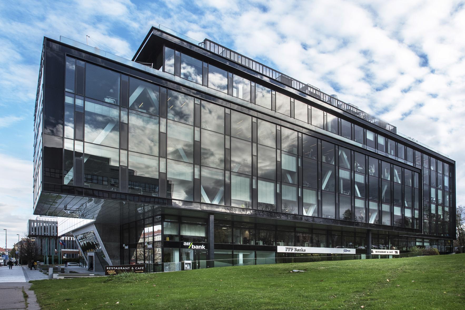Pohled na pražské sídlo Nadace PPF – budovu PPF Gate.