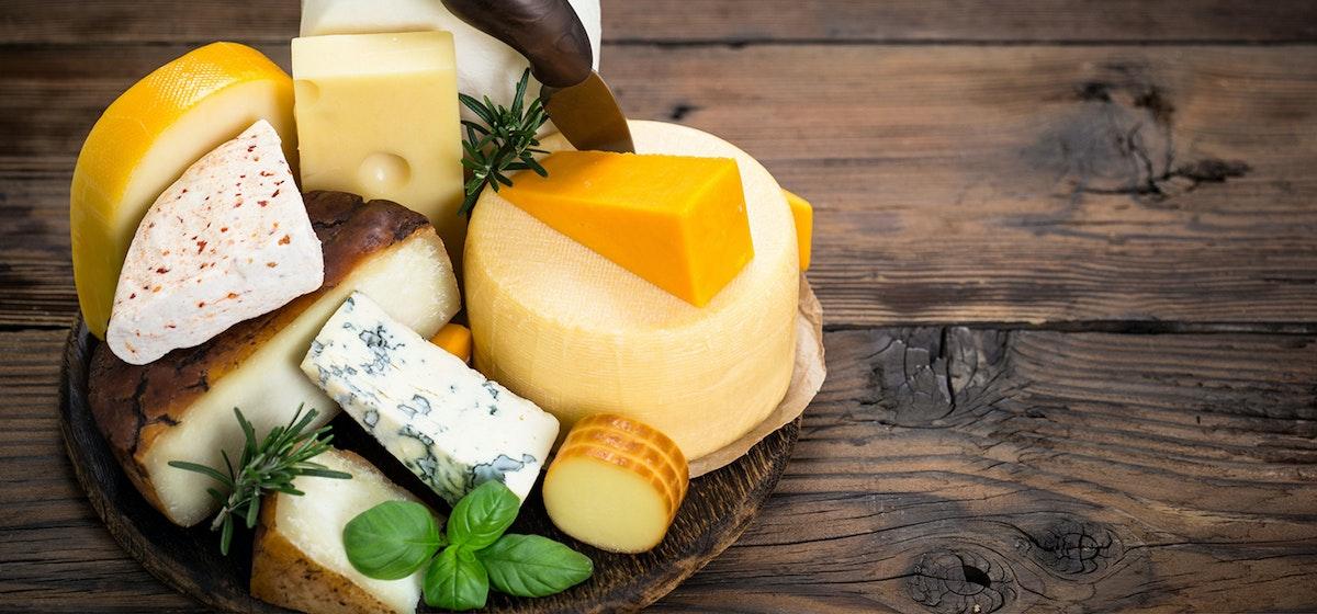 Käseplatte mit verschiedensten Käsesorten